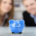 Casais adiam gravidez para guardar dinheiro, diz pesquisa.